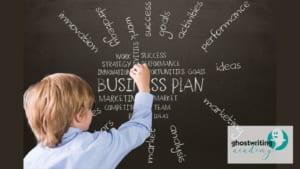 Junger mann macht businessplan