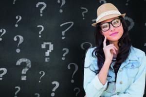 Frau mit vielen Fragezeichen
