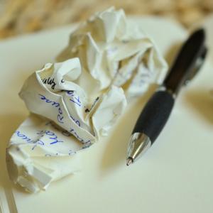 stift, zerknülltest papier