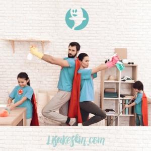 superhelden familie beim putzen lockdown zu hause